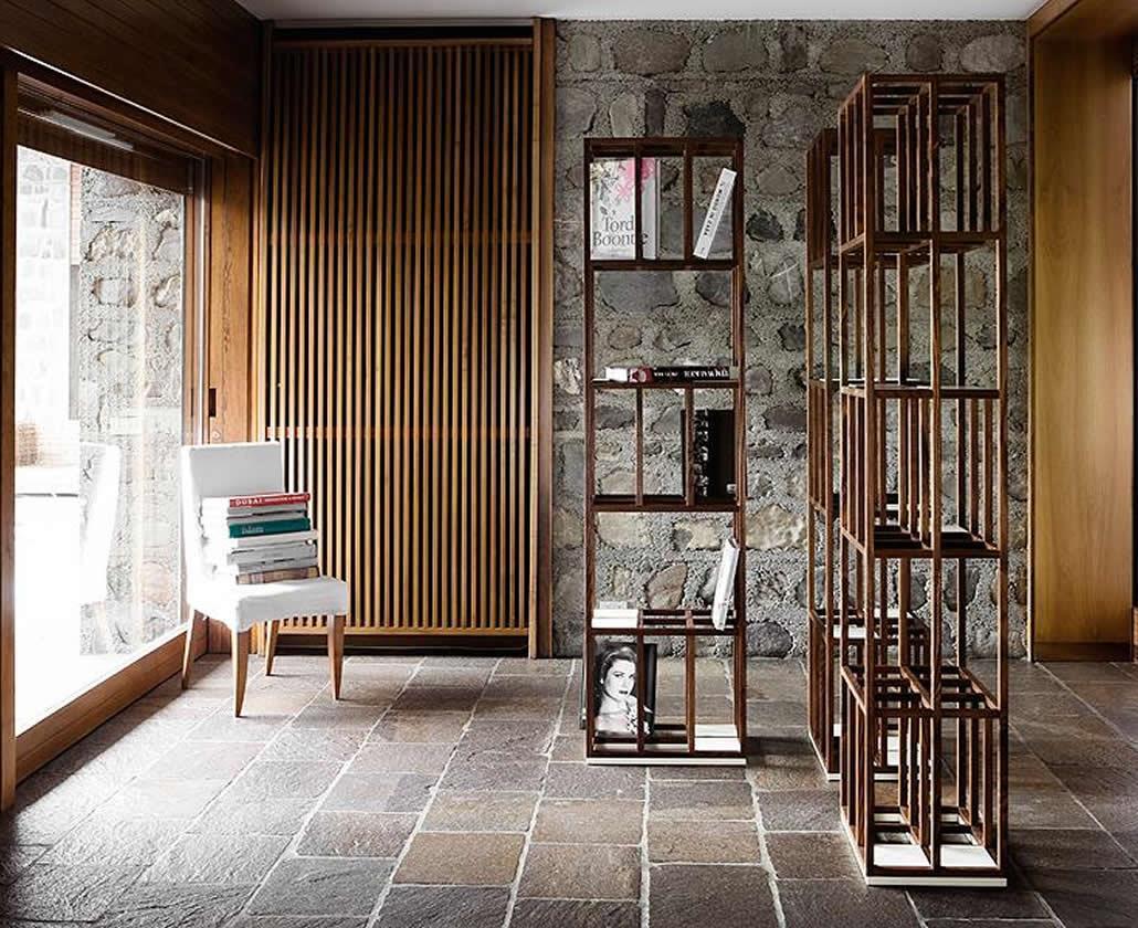 KARN progetta e realizza componenti d'arredo di design creativo in legno massello con finiture ecologiche. Oggetti dall'eleganza essenziale, funzionali, coi quali interagire. Librerie, tavoli da sala, tavolini pieghevoli, portariviste, appendiabiti e tante idee creative.