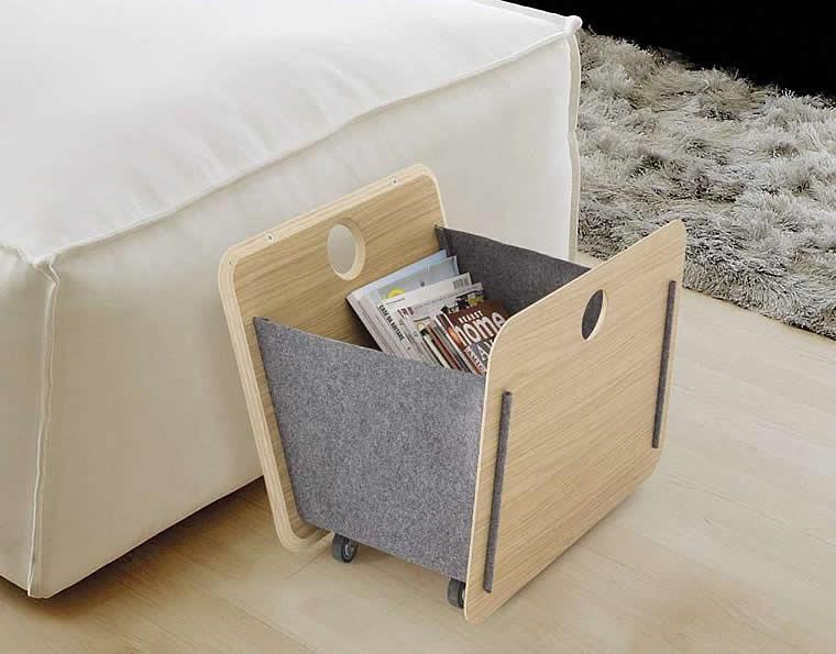 Contenitore porta riviste realizzato in multistrato placcato rovere e feltro di lana
